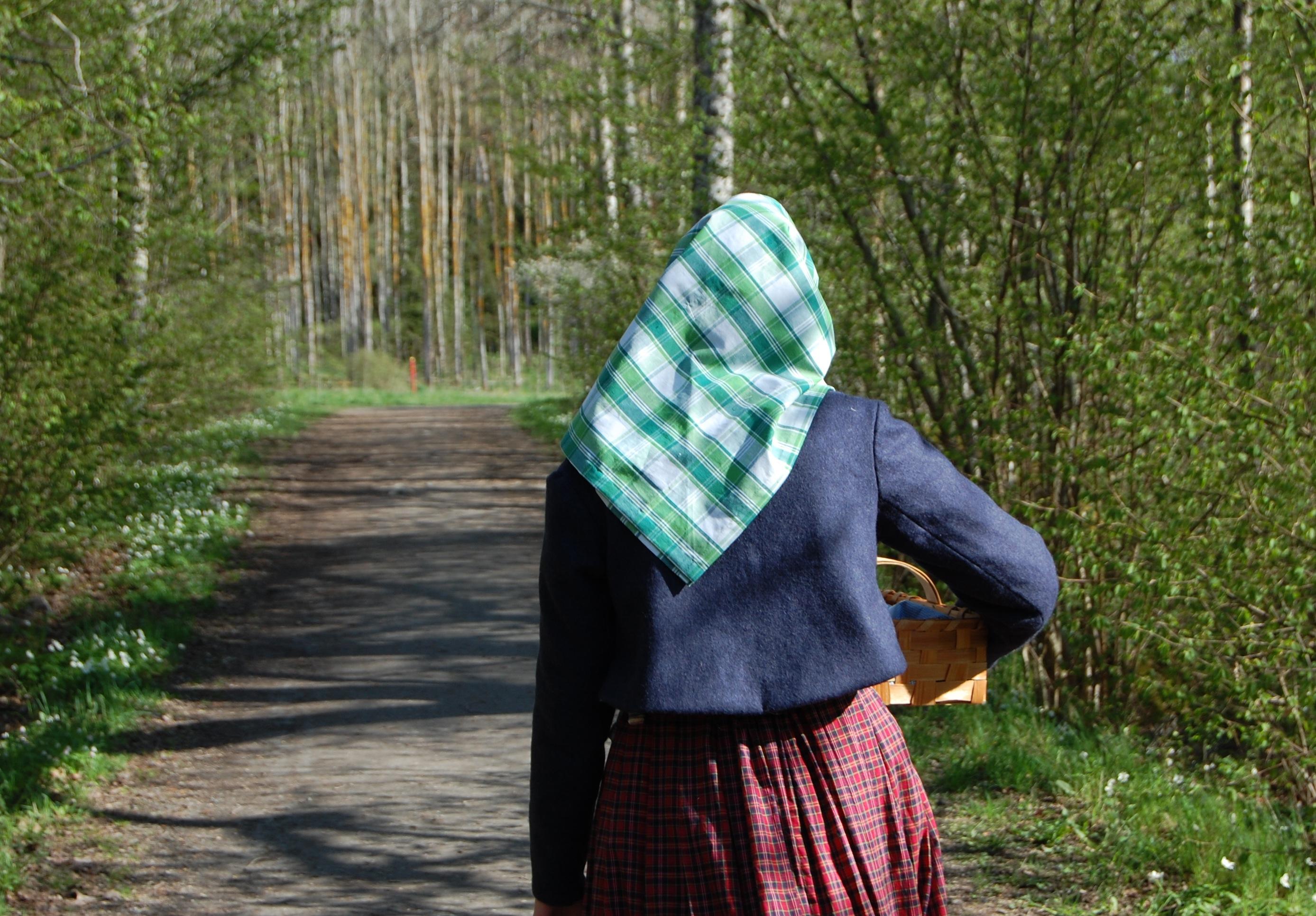 Bakifrån i vadmalsjackan och sjalett
