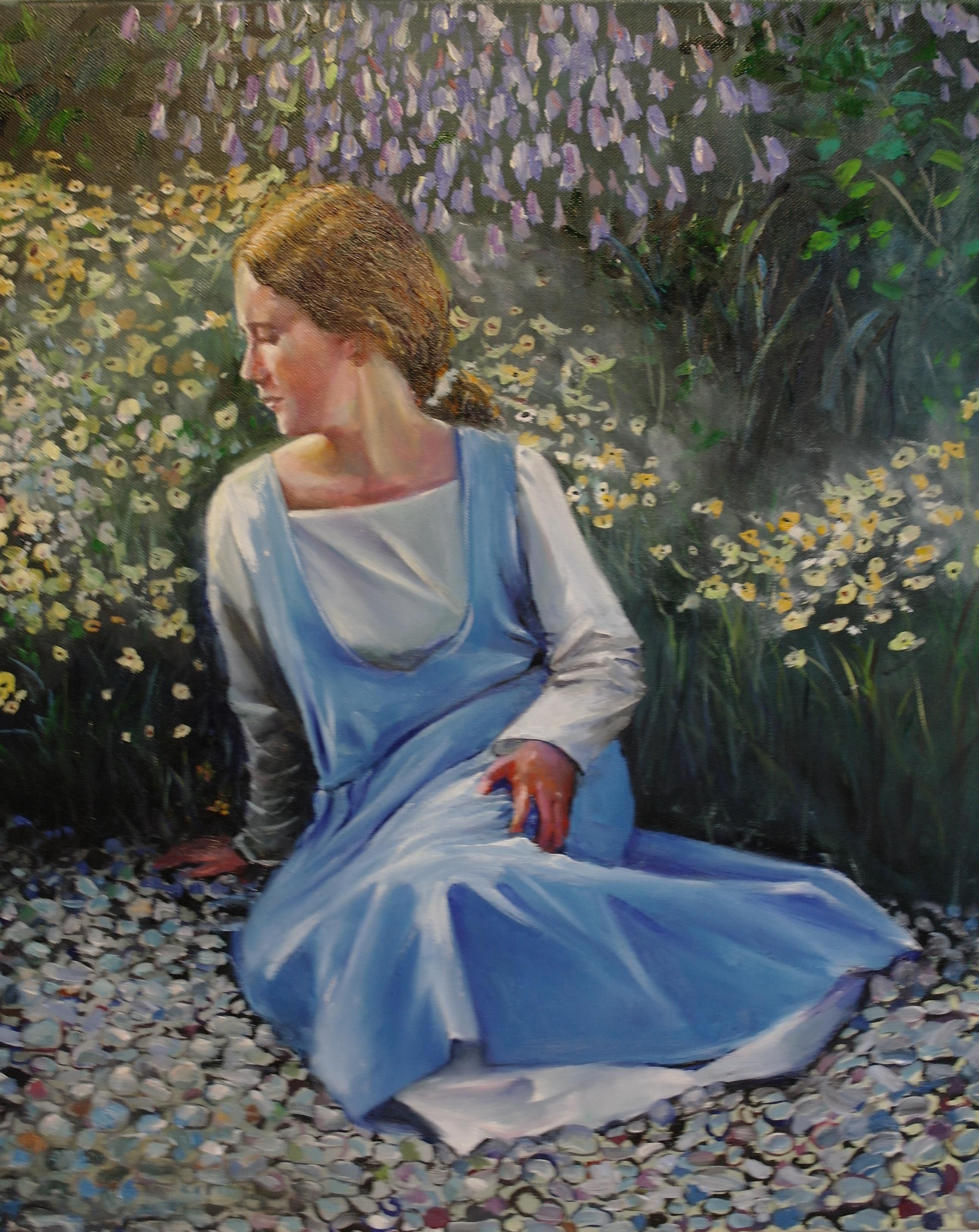 Målning av mig sittande i botaniska trädgården i Visby iförd vit särk med ljusblå överklänning.